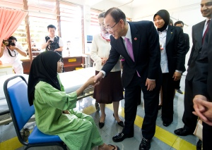 Secretary-General & Mrs. Ban visit TB patients at the Institute of Respiratory Medicine to commemorate the World Tuberculosis Day in Malaysia along with the Minister of Health.