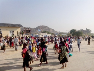 Civilians arriving at the UN House compound in the southwestern outskirts of Juba, seeking protection from recent fighting in the capital. Juba, South Sudan UN Photo/George Mindruta