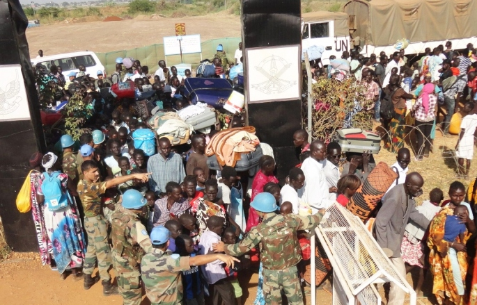 Members of the Indian Battalion at UNMISS assisting displaced persons who have fled their homes and are seeking safety and help from the UN. UN Photo/Rolla Hinedi