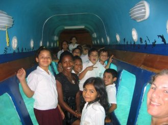 Photo_glassbottom_boat_school_trip